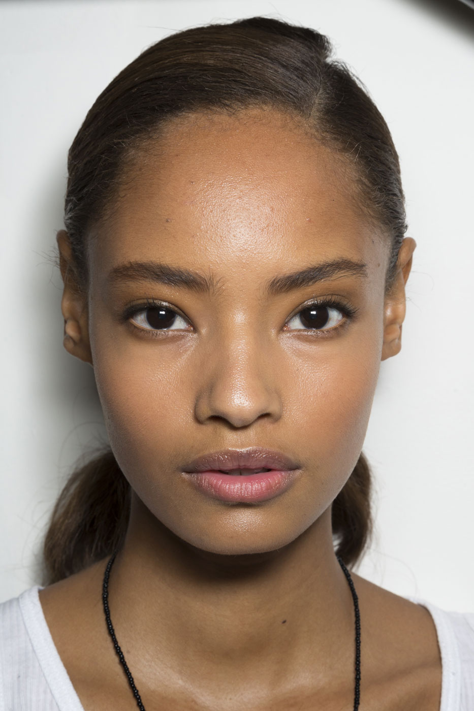 Tips: Malaika Firth, 2017s chic hair style of the beautiful sexy  model