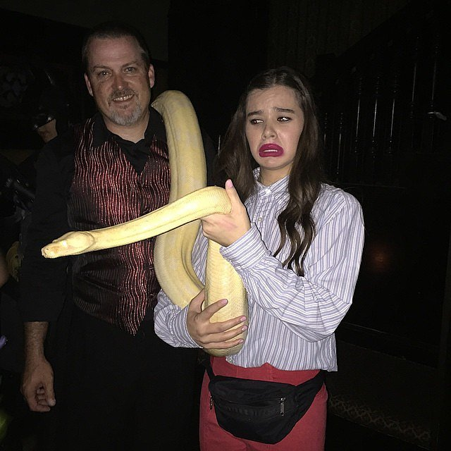 In 2014, Hailee Steinfeld dressed as YouTube Star Miranda Sings.