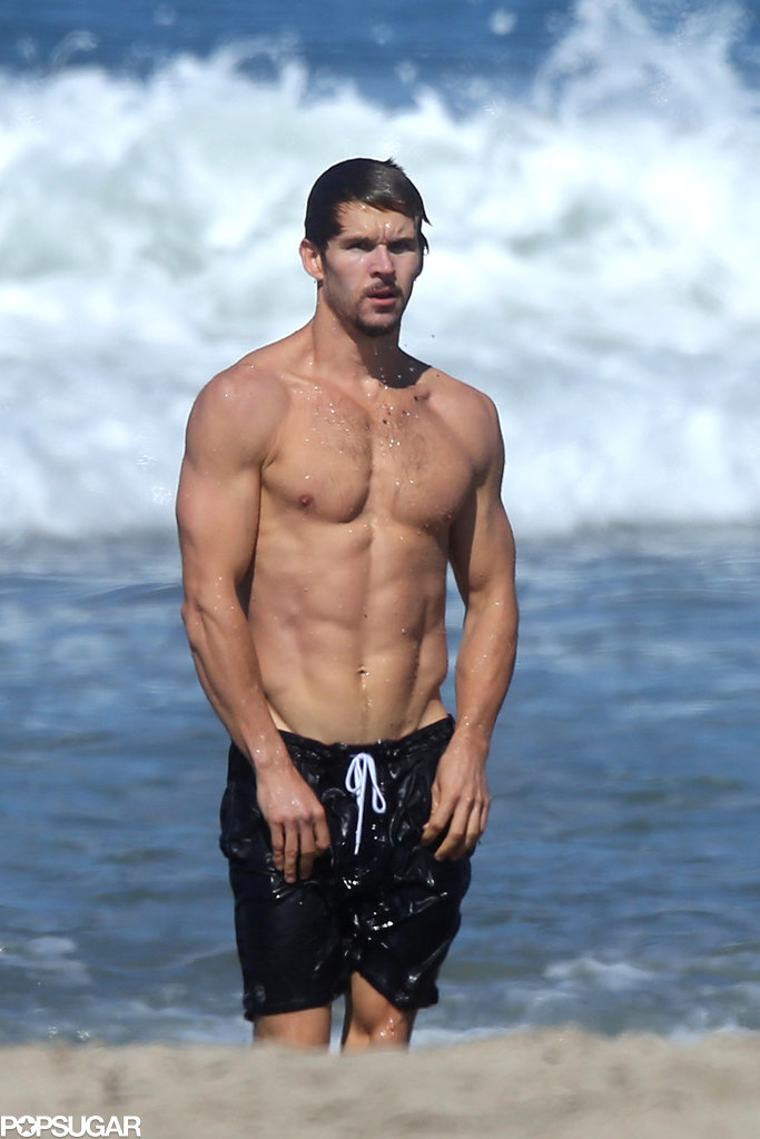 21 Hottest celebrity shirtless moments
