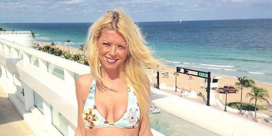 Tara Reid Vacations In A Mismatched Bikini