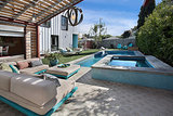 Think Turquoise to Energize or Soothe the Garden (13 photos)