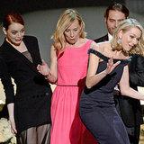 Naomi Watts fällt bei den SAG Awards fast hin