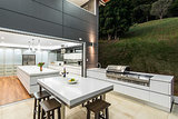 How to Plan a Kitchen That Extends Outside (10 photos)