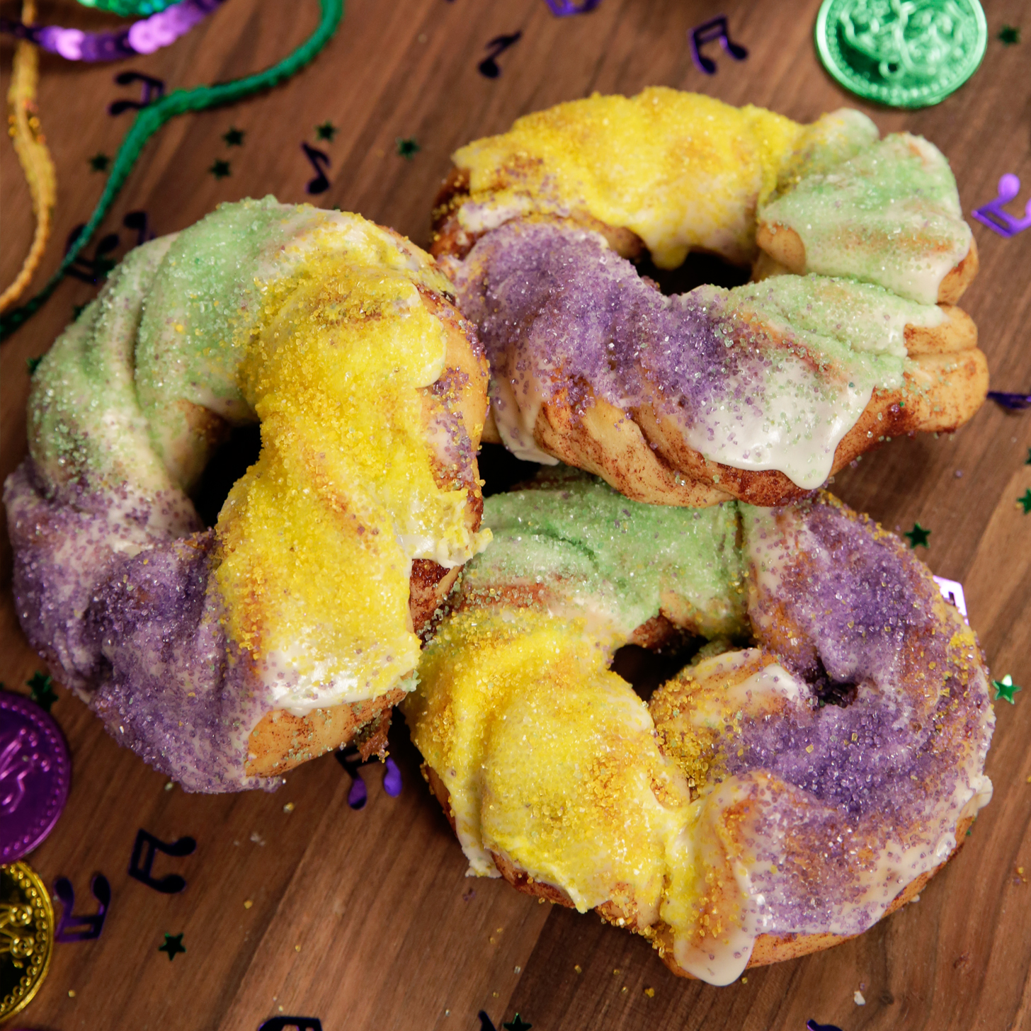 How To Make King Cake With Cinnamon Rolls