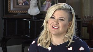 Kelly Clarkson Shuts Down Fat Shamer