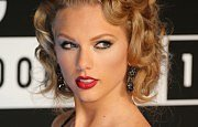 See Taylor Swift Looking Almost Unrecognizable Without Eyeliner OR Lipstick