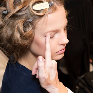 The Lazy-Girl Way to Apply Eye Shadow — With Your Fingers