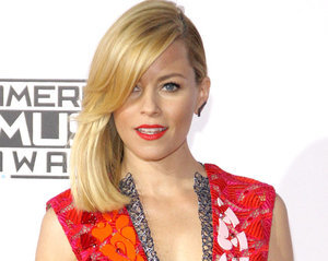"What Caused Elizabeth Banks to Have a ""Ginormous Giggle Fit"" at the Gym?"