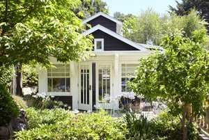 12 Garden Sheds and Cottages We Love Now (13 photos)