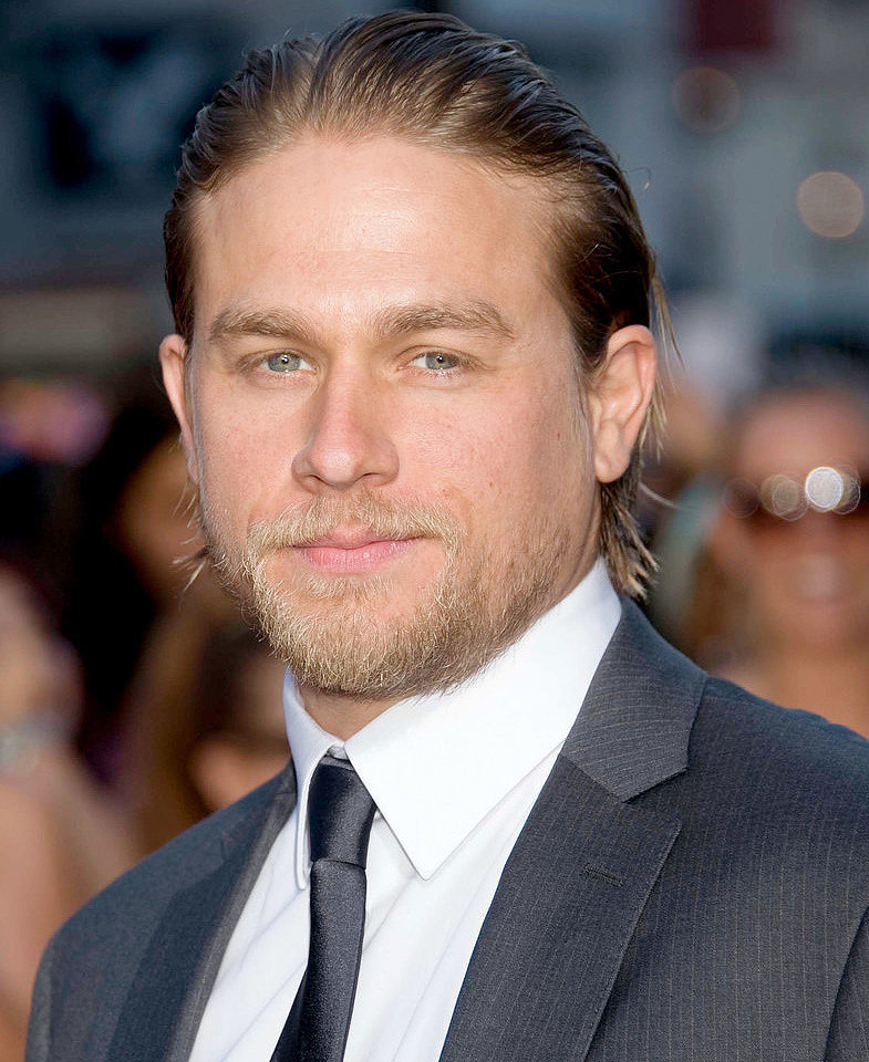 Charlie Hunnam Articles Pictures And Interviews Popsugar Celebrity