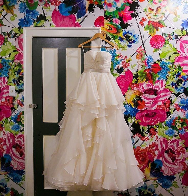 pre worn wedding dresses
