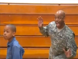 Returning Military Dad Photobombs Son on School Picture Day for Best Surprise Ever (VIDEO)