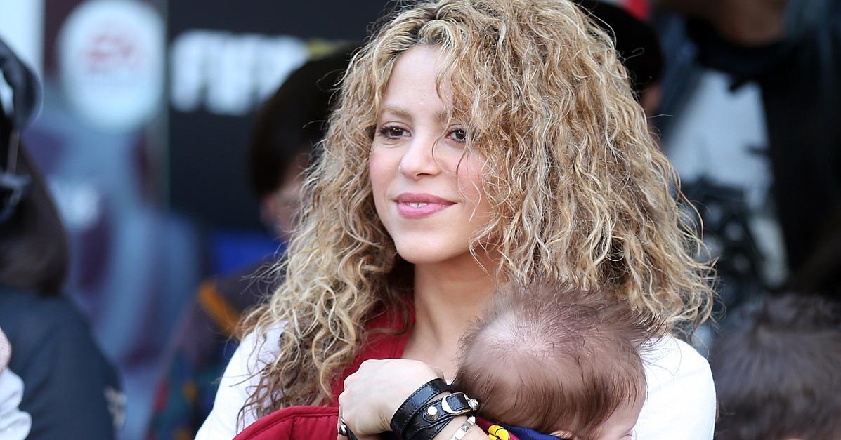 Shakira Shows Her Bare Baby Bump Shakira Shows Her Bare Baby Bump new images