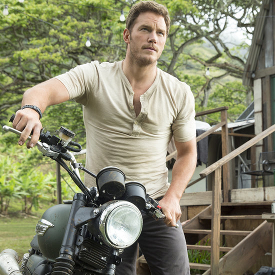 GIFs of Chris Pratt in a Tight T-Shirt in Jurassic World
