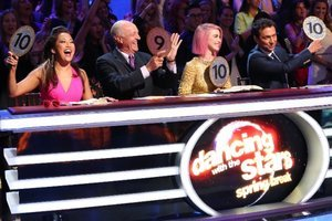 'Dancing with the Stars' Live Blog: Eras, Immunity, Dance-Offs and the Top 7