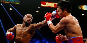 Floyd Mayweather Beats Manny Pacquiao