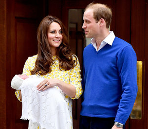 Royal Baby: Kate Middleton, Prince William Introduce Princess Outside of St. Mary's Hospital: First Pics, Video