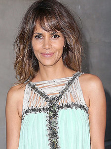 Halle Berry's Daughter Started a Lemonade Stand to Raise Money for Children in Need