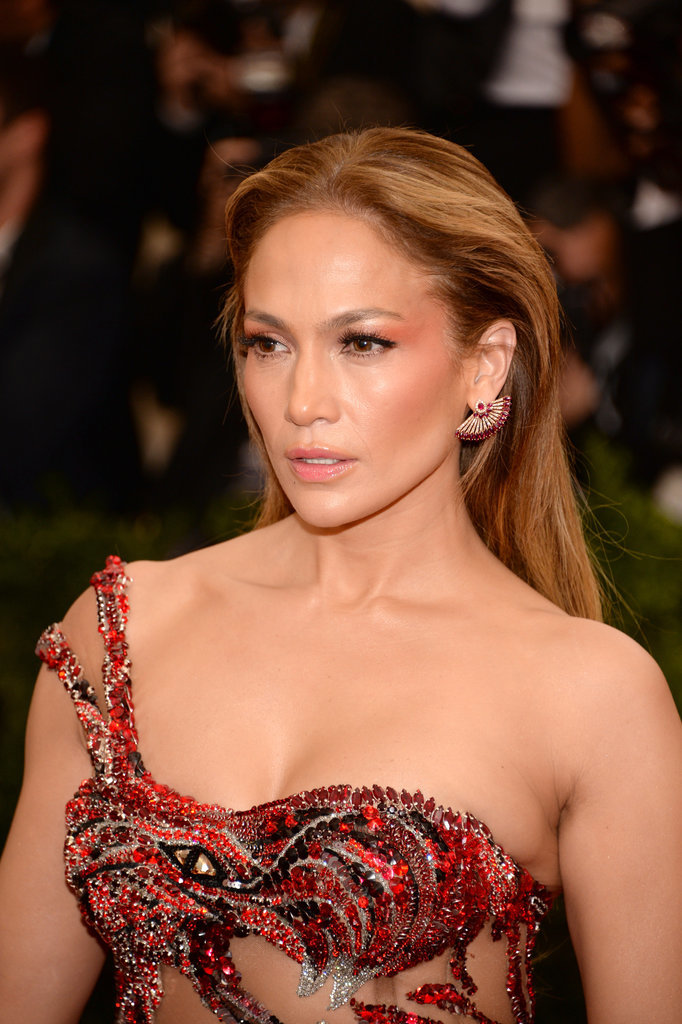 Jennifer Lopez Steals the Spotlight With Her Sexy Curves