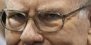 3 times Warren Buffett demonstrated he is a ruthless businessman (BRKA, BRKB, SPY, KO, IBM, KRFT, HNZ)