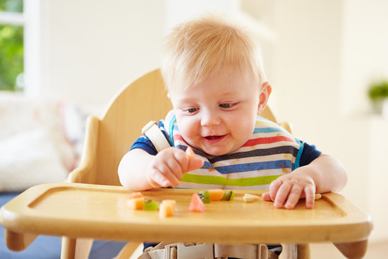 Feed Yourself! 10 Tips For Introducing Finger Foods