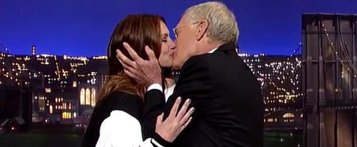 Julia Roberts Gives David Letterman a Big Kiss Goodbye
