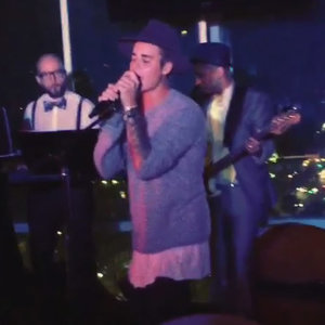 Justin Bieber Singing Boyz II Men I'll Make Love to You