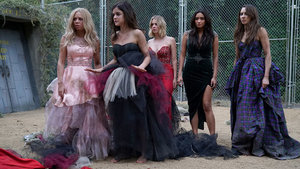 'Pretty Little Liars': Relive the Most Insane Dollhouse Moments From the Season 6 Premiere!
