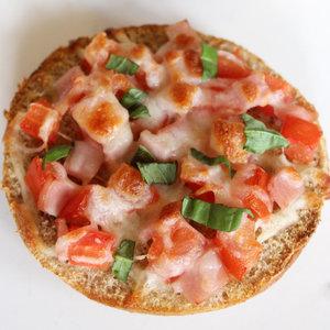 Healthy Five-Ingredient Breakfast Pizza