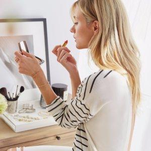How to Make Lipstick Last