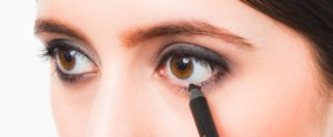 How to Get the Sexiest Smoky Eye of Your Life With Just 3 Shadows