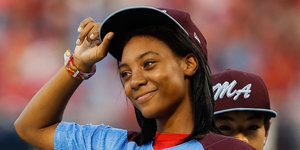 14-Year-Old Mo'ne Davis Signs to the Harlem Globetrotters