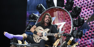 Dave Grohl Plays Entire Foo Fighters Show From Giant Light-Up Throne