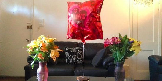 People are sending flowers and chocolate to thank personal assistant 'Amy Ingram' — what they don't know is she's a robot