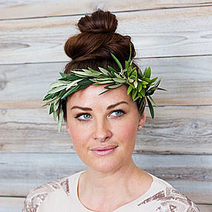 How to make a foliage crown