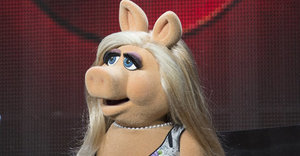Miss Piggy Says Her Breakup With Kermit Will Be 'Great For Moi's Stardom'