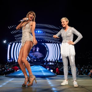Video Pictures of Ellen DeGeneres on Stage With Taylor Swift