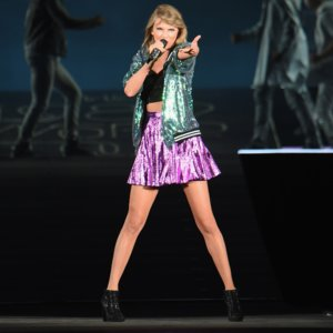 Taylor Swift Says I Love You to Calvin Harris on Stage