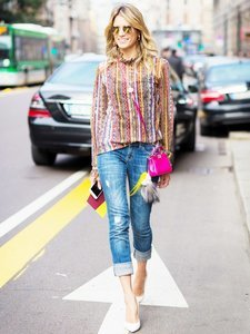 How Fashion Girls Wear Their Favorite Pair of Jeans