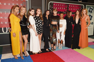 Taylor Swift Arrived At The VMAs With Her Entire Flawless Squad