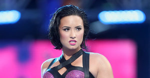 Demi Lovato Rocks VMAs Performance Of 'Cool For The Summer'