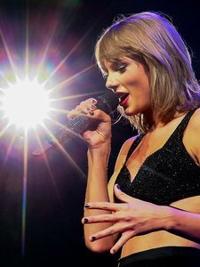 "Taylor Swift Debuts Her Newest Music Video, ""Wildest Dreams"""