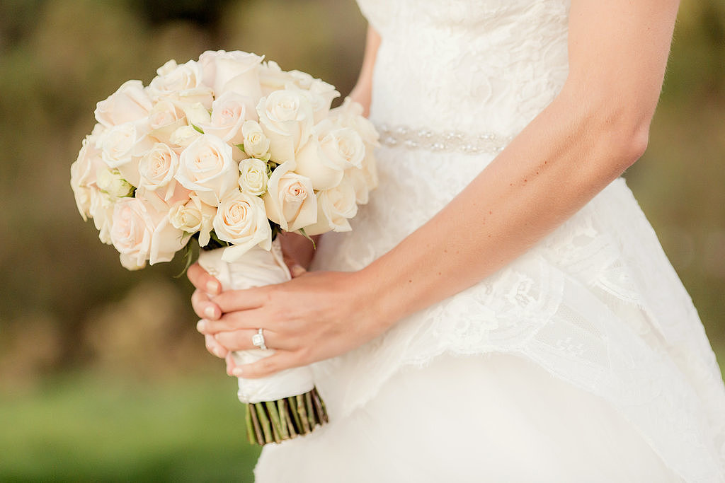 simply elegant wedding flowers