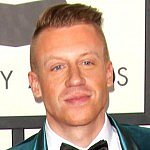 Macklemore's cute co-sleeping picture is a must-see