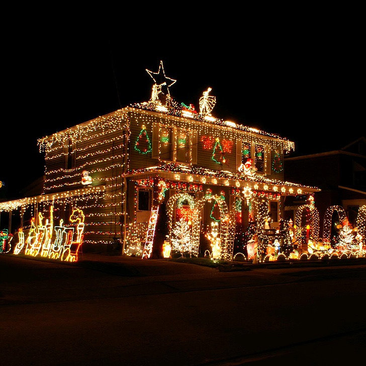 The most decorated christmas homes in america popsugar home Pictures of houses decorated for christmas outside