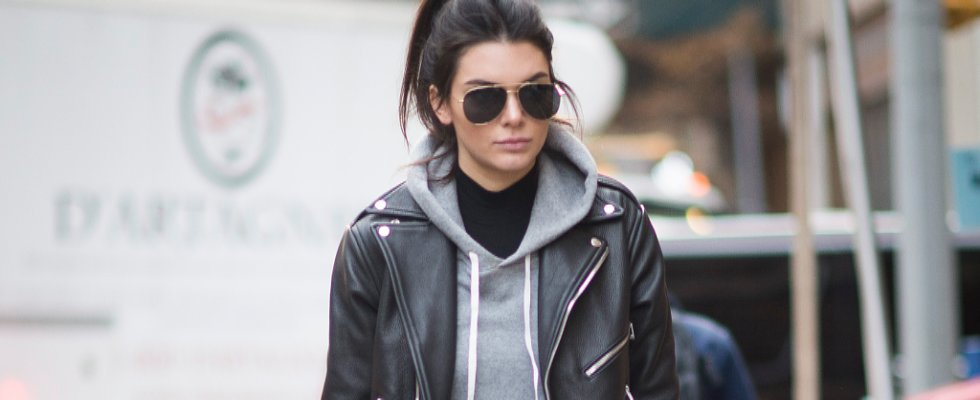 These VS Model-Off-Duty Looks Have 1 Important Thing in Common