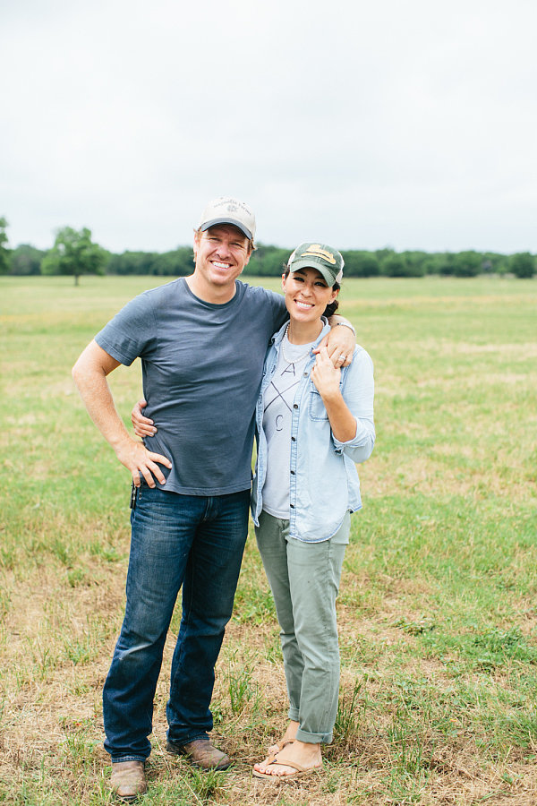Hgtv Fixer Upper Hosts Surprise Anniversary Party