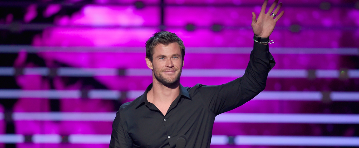 Chris Hemsworth Is Clearly the Hottest Part of the People's Choice Awards