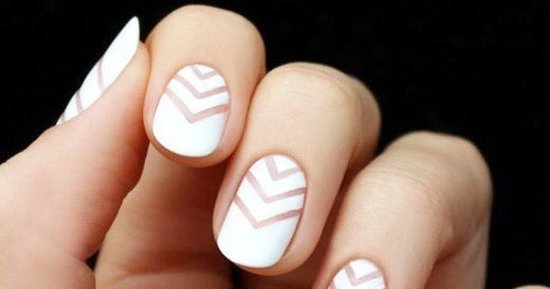 The Best Manicures For People With Tiny Nails