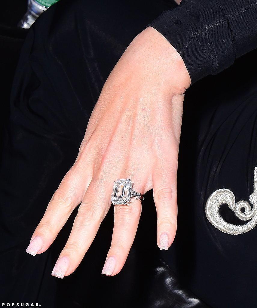 mariah carey engagement ring pictures popsugar celebrity. Black Bedroom Furniture Sets. Home Design Ideas